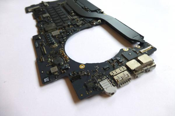 Logicboard 2.3GHz i7 16GB Dual Graphics 820-3787-A MacBook Pro 15 inch Retina A1398 late 2013 2014 sparepart detail image one