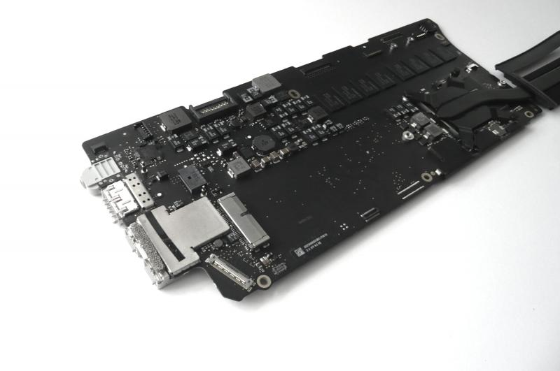 Logicboard 820-3536-A MacBook Pro 13 inch A1502 Late 2013 2014 2.4 GHz i5 4 GB sparepart detail image one